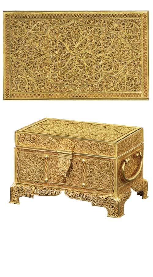A-RECTANGULAR-FILIGREE-GOLD-CASKET---GOANESE,-SECOND-HALF-17TH-CENTURY